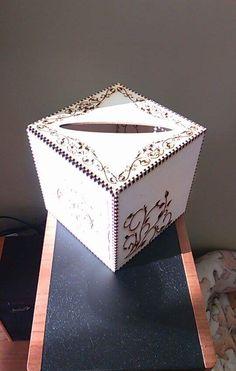 Krabičky na kapesníčky, různé velikosti, motivy a tvary.