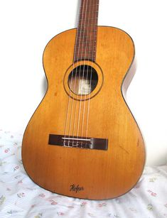 Hofner Flamenco classical folk guitar 1958 solid spruce top beautiful vintage & an old soul Classical Guitars, Guitar Bag, Old Video, Look Vintage, Old Soul, The Hard Way, Orchestra, Cool Things To Make, 1950s