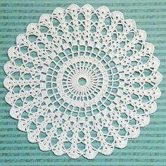 Crochet Pillow Patterns Part 11 - Beautiful Crochet Patterns and Knitting Patterns Free Crochet Doily Patterns, Crochet Mat, Crochet Pillow Pattern, Crochet Dollies, Crochet Circles, Crochet Mandala, Crochet Squares, Thread Crochet, Filet Crochet