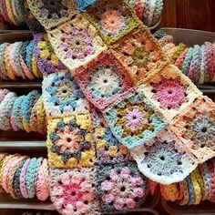 Transcendent Crochet a Solid Granny Square Ideas. Inconceivable Crochet a Solid Granny Square Ideas. Point Granny Au Crochet, Crochet Squares Afghan, Crochet Motifs, Crochet Quilt, Crochet Blocks, Granny Square Crochet Pattern, Crochet Home, Love Crochet, Crochet Blanket Patterns