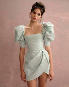 Mode Outfits, Dress Outfits, Fashion Outfits, High Fashion Dresses, Prom Outfits, Fashion Tips, Couture Fashion, Runway Fashion, 90s Fashion