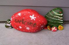 Have the #kids decorate a welcome rock for #Christmas guests!  Great #craft for the holidays!