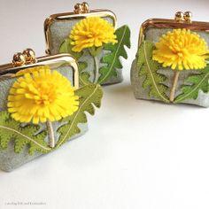 "Dandelion felt applique and embroidery mini purse by e.no.bag ""タンポポ ノ ガマグチ ""…"