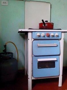 Este fogãozinho fofo. | 20 imagens que vão te lembrar a sua infância na casa da…