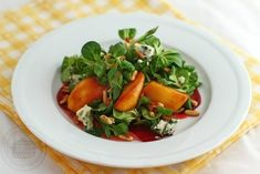Salata cu mere caramelizate, brânză roquefort și sfeclă Avocado, Thai Red Curry, Salads, Ethnic Recipes, Food, Lawyer, Essen, Meals, Yemek
