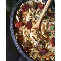 Chrononutrition Alain Delabos, Chorizo, Beef, Chicken, Food, Turkey Cutlets, Mustard, Cooking Recipes, Being Healthy