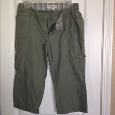 Green Capri maternity pants Green Capri maternity pants. Size says 4 but fits more like a 6-8 (or Medium) Pants