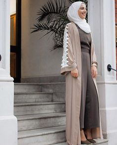 Hijab Fashion 2020 Selection of special veiled trendy looks Modest Wear, Modest Dresses, Modest Outfits, Islamic Fashion, Muslim Fashion, Modest Fashion, Abaya Designs, Abaya Style, Hijab Outfit