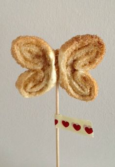 Mariposas de hojaldre en brocheta! http://recetasysonrisas.blogspot.com.es/2013/07/mariposas-de-hojaldre.html