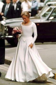 heavyarethecrowns:  Zara Phillips as a bridesmaid at the wedding of Lady Sarah Armstrong-Jones, 1994