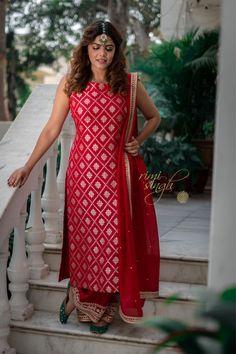 Kurti Patterns, Dress Patterns, Indian Dresses, Indian Outfits, Kurtha Designs, Simple Kurta Designs, Beautiful Suit, Girl Fashion, Fashion Outfits