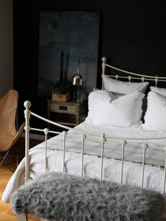 Stunning Master Bedroom in Black Walls : Chic Traditional Bedroom Design With Upholstered Footboard Laminate Floor