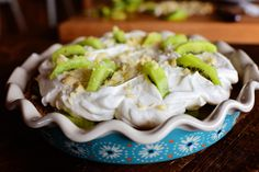 This is a kiwi pie w/macadamia nut crust. --- this is more like a lime pie with fresh kiwi & whipped cream on top. Still delicious. No Cook Desserts, Dessert Recipes, Easter Desserts, Kiwi Pie, Pioneer Woman Pecan Pie, Food Network Recipes, Food Processor Recipes, Chef Recipes, Delicious Recipes