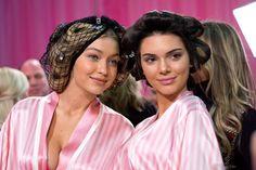 Pin for Later: Quand Gigi Hadid et Kendall Jenner Défilent Pour Victoria's Secret