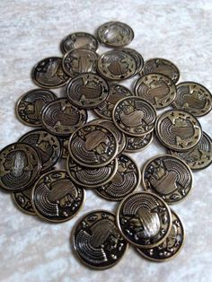 """30 x VINTAGE """"Antiqued Brass"""" Cleopatra Egyptian Coin Pendant Charm Stampings / new old stock / hieroglyphics / belly dance coins charms Belly Dance Scarf, Thirty 30, Egyptian Women, Tiny Dolls, Coin Pendant, Gumball, Cleopatra, Vintage Ceramic, Headdress"""