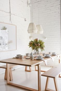 Timber Dining Table, Dining Room Table, Wood Tables, Living Comedor, Dining Room Inspiration, Cuisines Design, Cafe Restaurant, Fashion Room, Dining Room Design