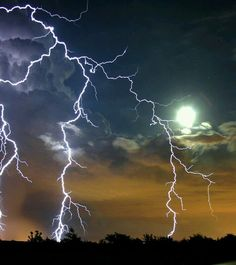 Storm captured on a full moon night. Pictures Of Lightning, Storm Pictures, Nature Pictures, Weather Cloud, Wild Weather, Lightning Photography, Nature Photography, All Nature, Amazing Nature
