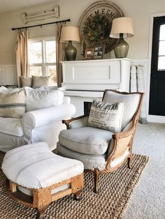 55 Incredible Farmhouse Living Room Sofa Design Ideas And Decor. Read Also: 60 Beautiful Farmhouse TV Stand Design Ideas And Decor. Living Room Sofa Design, Living Room Decor, Living Rooms, Poltrona Vintage, The Found Cottage, Muebles Shabby Chic, Old Chairs, Dining Chairs, Lounge Chairs