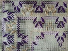 Discover thousands of images about Facilite Sua Arte: Vagonite 11 - Caminho em azul e amarelo Swedish Embroidery, Wool Embroidery, Hand Embroidery Stitches, Cross Stitch Embroidery, Embroidery Patterns, Huck Towels, Swedish Weaving Patterns, Chicken Scratch Embroidery, Monks Cloth