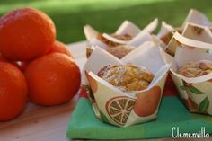 Muffins de mandarinas, clemenvillas, por supuesto. Es una receta muy ligera, la mandarina va entera, piel y todo y la harina es de es...
