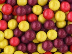 Жев. резинка RUSGUM Смородина 27 мм 5*180 штук Артикул: 2751829 Описание: Жевательная резинка российского производства. Диаметр 27 мм. Цвет: Желтый, Красный, Фиолетовый. Вкус: Смородина.