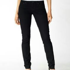 H&M Black skinny jeans Skinny low waist still in new mint condition no flaws .  Any questions please feel free  Smoke / pet free home  Bundle to save more *  Thanks for looking and stopping by xoxo  * PRICE IS FIRM * UNLESS BUNDLED * H&M Pants Skinny