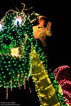 WDW Dec 2010 - Main Street Electrical Parade   Flickr - Photo Sharing!