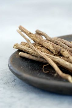 Make your own sweet-tasting throat soothers with licorice, an herbal antiviral.