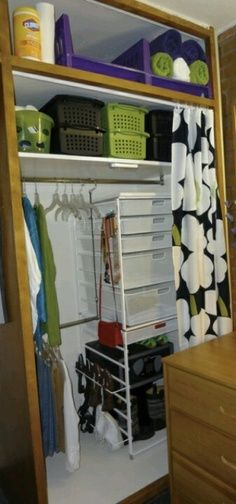 Dorm room ideaNeat organization for dorm closet.I personally would like this but more colorful Dorm room ideaNeat organization for dorm closet.I personally would like this but more colorful College Dorm Closet, College Dorm Organization, College Dorm Rooms, Organization Ideas, Storage Ideas, Dorm Room Closet, College Apartments, Storage Baskets, Closet Interior