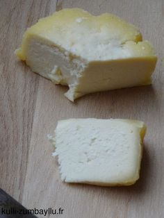 Homemade cow's milk cheese (without rennet) - cheese Fromage Cheese, Queso Cheese, Rennet Cheese, Milk And Cheese, Clotted Cream, Homemade Cheese, Vegetable Drinks, How To Make Cheese, Healthy Eating Tips