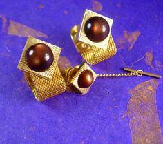 This is a beautiful brown moonglow cufflink set. The brown moonglow jewels are surrounded by a mesmerizing linear yellow gold border with mesh