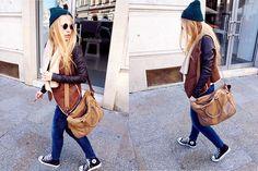 Custom (by Sylwia  Gaczorek) http://lookbook.nu/look/3980328-Custom  秋冬就這樣穿吧!  針織帽的色彩隨著季節更迭而變化,搭上稍厚的背心、深色skinny jeans和隨性不可或缺的converse、肩背包  像是要小小的,在城市裡旅行一番