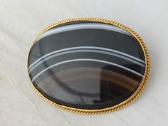 Fine heavy Victorian banded Agate gold brooch