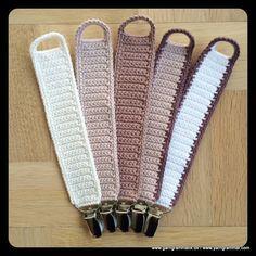 Hæklet suttesnor Crochet Baby Toys, Diy Crochet And Knitting, Crochet Gifts, Crochet For Kids, Loom Knitting, Sewing For Kids, Baby Knitting, Crochet Pacifier Holder, Selling Crochet