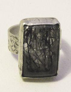anillo plata envejecida y cuarzo rutilado negro