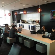 5 Airport Lounges Interior Design That Will Inspire You To Travel Air Lounge, Hotel Lounge, Office Lounge, Small Lounge Rooms, Lounge Areas, Modern Office Design, Office Interior Design, Theme Hotel, Airport Design