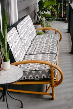 A Bamboo Chair Brings Tropical Heat to Your Home - Zine Decor - Design Rattan Furniture Cane Outdoor Furniture, Cane Furniture, Bamboo Furniture, Porch Furniture, Living Room Furniture, Funky Furniture, Midcentury Outdoor Furniture, Garden Furniture, Furniture Sale