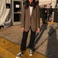 lover her vintage men's blazer! Look Fashion, Korean Fashion, Fashion Outfits, Womens Fashion, 70s Fashion, College Fashion, Fashion Hats, French Fashion, Fashion Jewelry