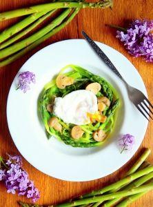Špargľový šalát so strateným vajcom a šampiňónmi Avocado Egg, Avocado Toast, Zucchini, Eggs, Vegetables, Breakfast, Food, Summer Squash, Morning Coffee