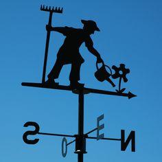 Girouette sur le toit d'une maison de Bréhat. Bretagne.