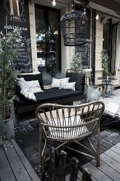 What a fantastic chill out or coffee spot for a cafe. Would work for home patio space Cafe Interior, Interior Exterior, Exterior Design, Modern Interior, Coffee Shop Design, Cafe Design, House Design, Terrace Design, Patio Design