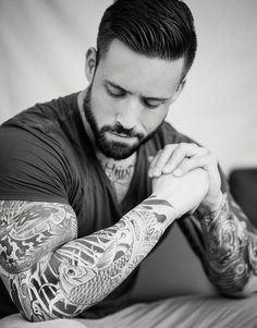 .how love a man with tattoos <3
