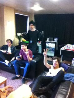 Harry playing video games with 5 Seconds of Summer.