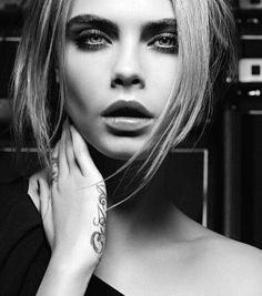 #Cara #super_model #blackandwhite #female_crush 😆😘😻