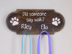 Personalized Leash Holder - Dog Paw Sign - Leash Organizer - Pet Supplies - Pallet signs - Dog Lover Gift - Home Decor - Pet Signs - Pampered Pets Gifts For Dog Owners, Dog Lover Gifts, Gift For Lover, Dog Lovers, Christmas Gifts For Pet Lovers, Dog Toilet, Dog Items, Wood Pallets, Pallet Wood