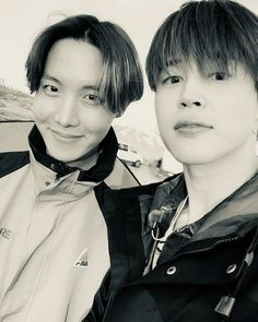 Image uploaded by ɢᴏʟᴅᴇɴ ɪᴅᴏʟ⁷. Find images and videos about kpop, bts and jungkook on We Heart It - the app to get lost in what you love. Vlive Bts, Bts Twt, Bts Bangtan Boy, Bts Boys, Jung Hoseok, J Hope Birthday, Happy Birthday To Us, Seokjin, Namjoon