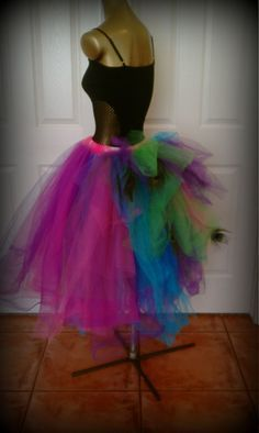 how to make a tutu for adults Funny Halloween Costumes, Girl Costumes, Adult Costumes, Peacock Costume, Unicorn Costume, Princess Dress Tutorials, No Sew Tutu, Mad Hatter Party, How To Make Tutu