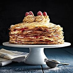 The Crepe Cake with Caramelised Biscuit Spread and Raspberries.need to find a good site to help me change grams into cups. Yummy Treats, Sweet Treats, Yummy Food, Tasty, Crepes, Yummy Pancake Recipe, Pancake Recipes, Breakfast Recipes, Biscuit Spread