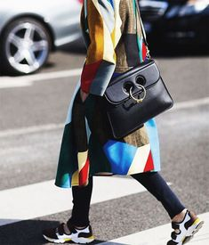 JW Anderson Pierce Bag Street Style | Lovika.com Dress With Sneakers, Girls Sneakers, Sophisticated Outfits, Bags 2017, Trending Today, City Chic, Cloth Bags, Winter Wear, Fashion 2017
