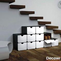 10 Ideas de zapateros.  Cajas apiladas e individuales. El hueco debajo de la escalera puede ser el lugar perfecto para apilar una serie de cajas individuales que guarden cada una un par diferente. http://bit.ly/1KIrKOY #zapatero #decowi #decoracion  Cual os gusta mas?
